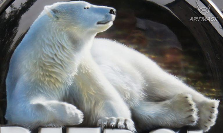 Аэрография «Белый медведь» на чехле запаски Nissan Patrol