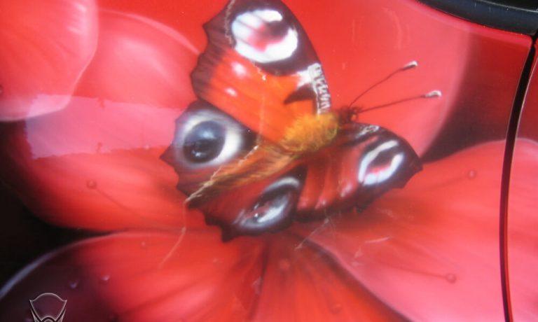 Аэрография «Сакура и бабочки» на Toyota RAV4