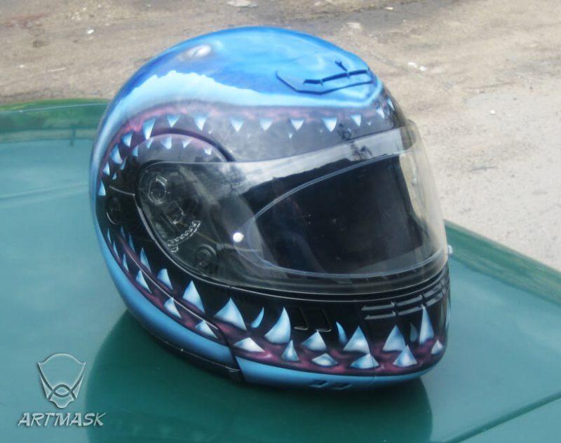 Аэрография «Зубы акулы» на мотошлеме