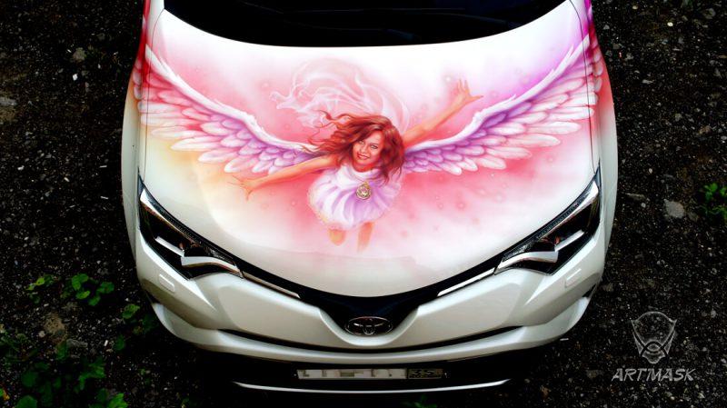 Аэрография «Ангел-хранитель» на Toyota Rav4
