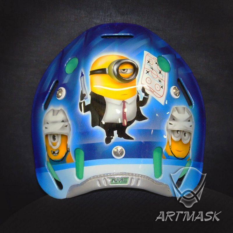 Аэрография «Миньоны снова в хоккее» на вратарском шлеме