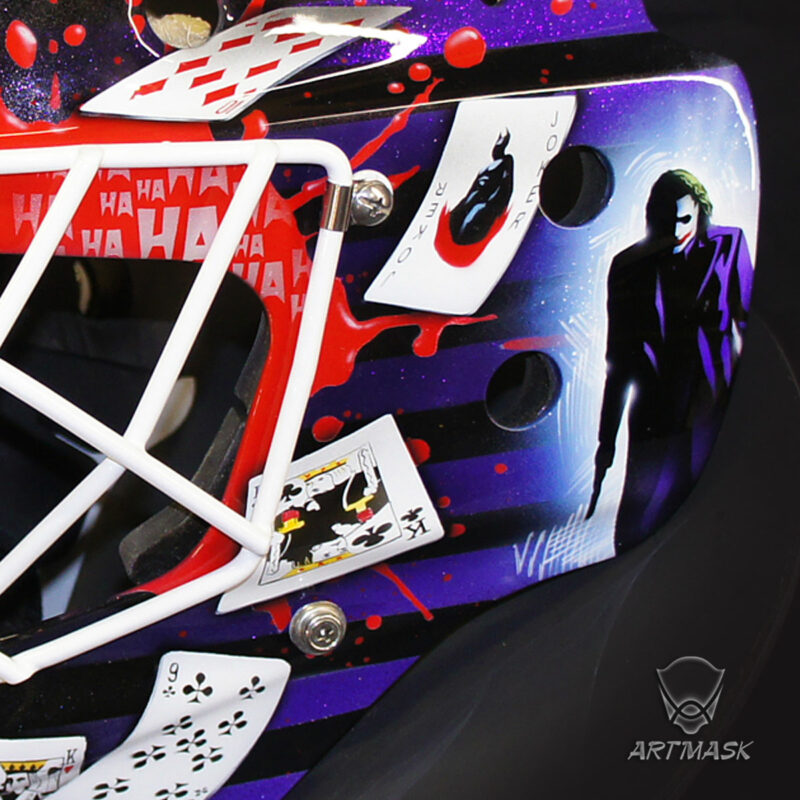 "Аэрография ""The Joker Gettung Mad"" на вратарском шлеме"