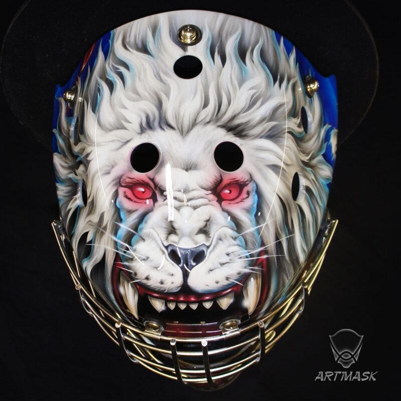 "Аэрография ""Silver Lion"" на вратарском шлеме"