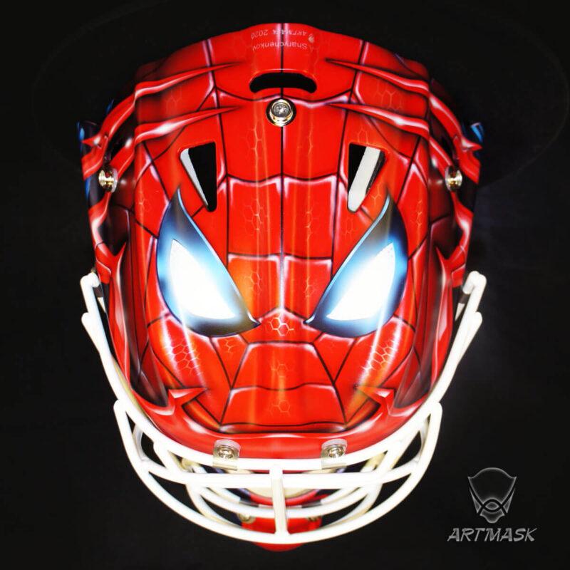 "Аэрография ""Throwung Web"" на вратарском шлеме"