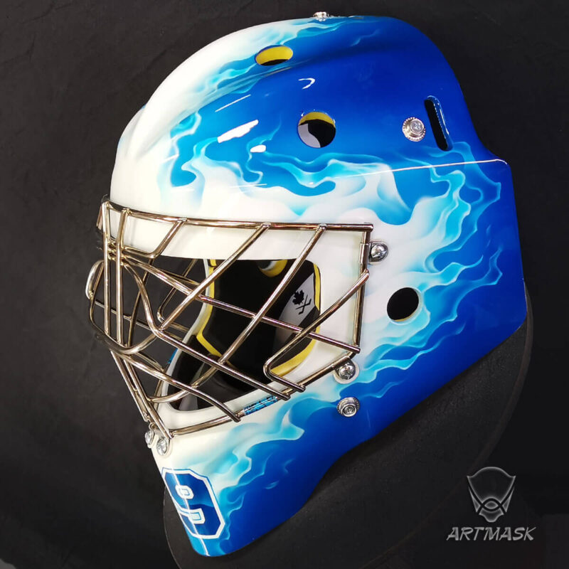 "Аэрография ""Blue Flame"" на вратарском шлеме"