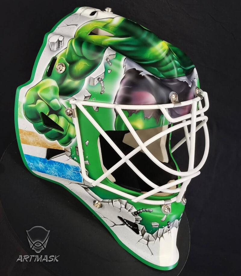 "Аэрография ""Hulk's Might"" на вратарском шлеме"